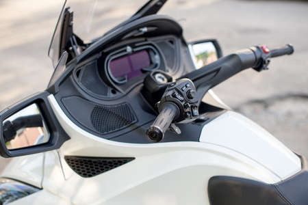 Dashboard, Turn signal for Trike or tricycle vehicle Spyder