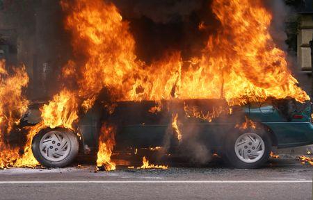 burning bush: The burning car, Moscow, Prospekt Mira. Smoke started suddenly from under the bonnet.