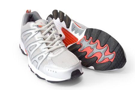 ジョグ: (クリッピング パスを含む) 白で隔離される人間のジョギング シューズ