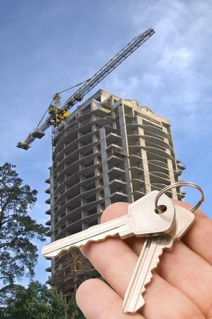 Schlüssel In Die Finger Mit Den Neuen Häusern Standard Bild