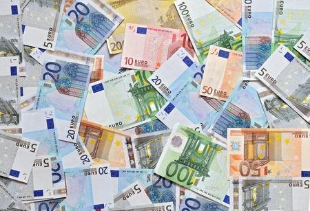 billets euros: Pile de la monnaie en billets en euros de fond