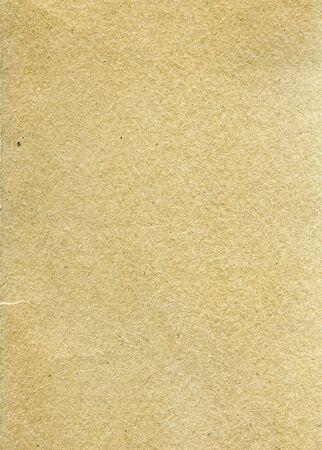 Carta riciclata strutturata con parti in fibra naturale