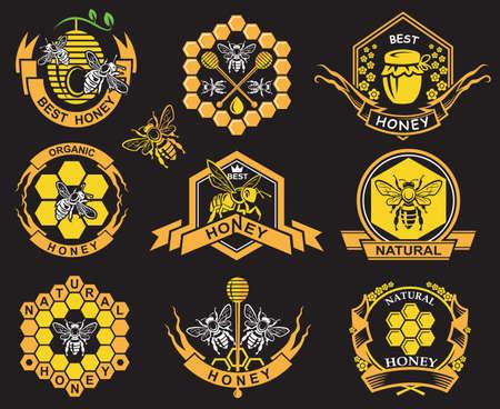 miel de abeja: etiquetas con abejas y miel sobre fondo negro