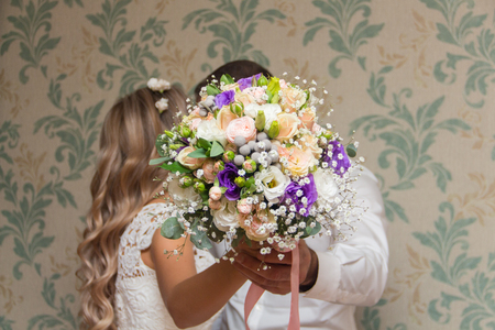 Bride and groom are holding bridal bouquet Imagens