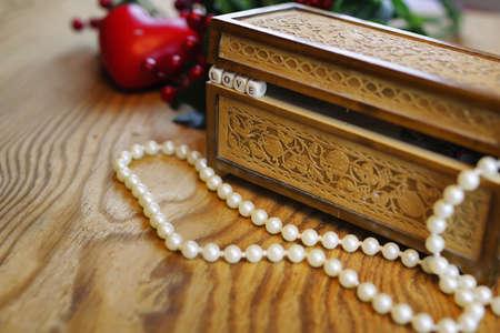 love box: pearl necklace love box