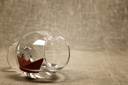 glass paper: small colored paper folded boat origami method