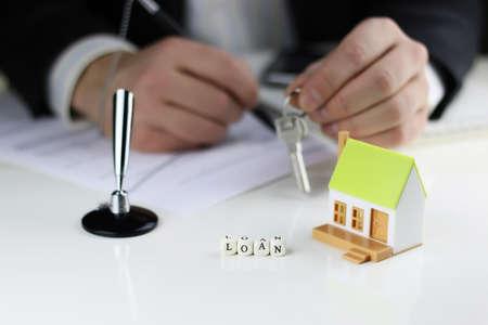 cerrando negocio: un pequeño diseño de una planta de viviendas dignas en manos del gerente de ventas