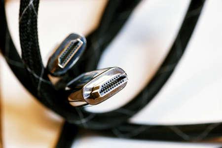 vga: enchufe aislado el cable de video en un fondo blanco