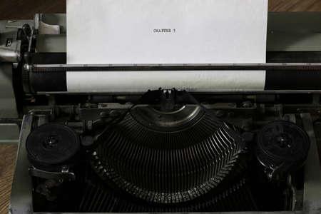 hoja en blanco: Instruments employee news agency the mid-twentieth century, retro camera and typewriter Foto de archivo