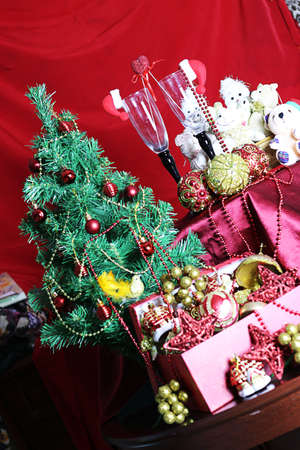 feliz: decorated with a satin cloth festive table with glasses of wine and a dressed Christmas tree