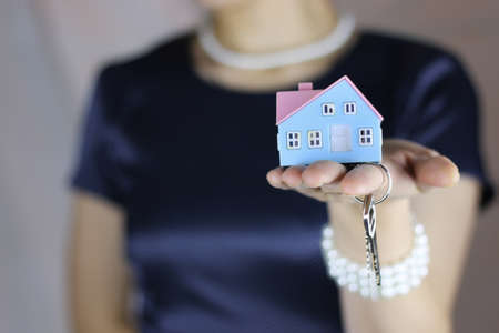 handing over: hand house agent
