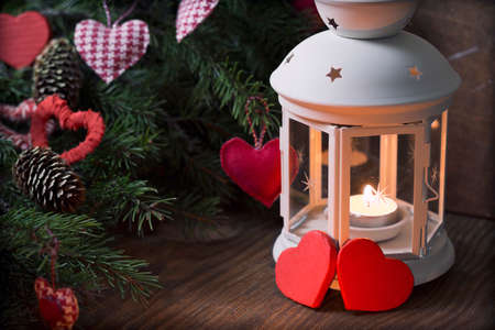 bougie coeur: fir branches Candle Banque d'images