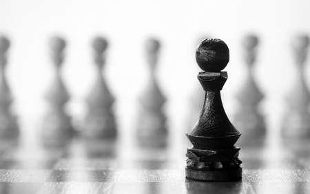 チェスのポーン作品ボード上白地