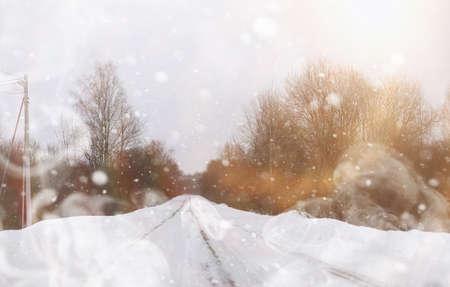 Car on a snowy winter road in the fields. Archivio Fotografico - 129471664