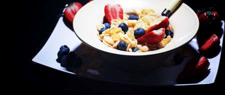 Corn flakes with fresh berries