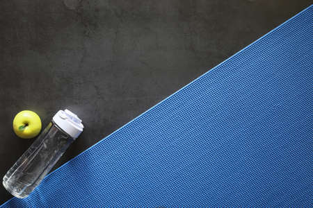 Mat for practicing yoga on a floor. Healthy lifestyle. Banque d'images - 131757880