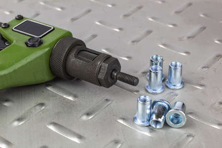 Tool for mounting steel rivets with carvings on a metal
