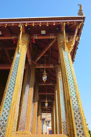 The magnificent colonnade props up the vaults of the Temple of the Emerald Buddha. Stok Fotoğraf