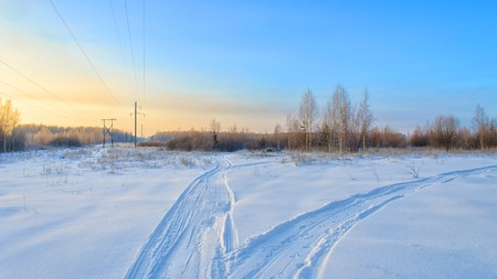 cielo azul: frosty winter day outdoors with blue sky