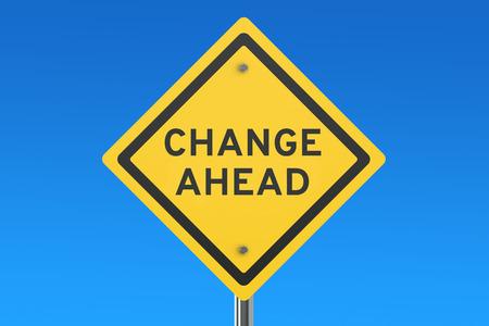 Changer signe de route Ahead isolé sur ciel bleu Banque d'images
