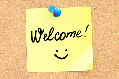 Welcome text on a sticky note pinned to a corkboard. 3D rendering Stock Photo