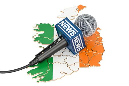 Concepto de noticias irlandesas, noticias de micrófono en el mapa de Irlanda. Representación 3D
