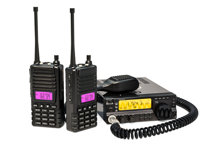 Transceptor de radio aficionado con interruptor de micrófono push-to-talk y radios portátiles walkie-talkie, renderizado 3D