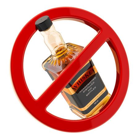 Concept d'interdiction d'alcool. Bouteille de whisky à l'intérieur du signe interdit, rendu 3D isolé sur fond blanc Banque d'images