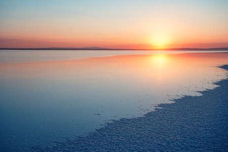 Salt Lake Tuz at sunset 版權商用圖片