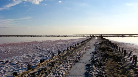 azov: Extraction of salt in the salty sea