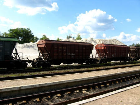 Loading of quartz sand in cars of a freight train