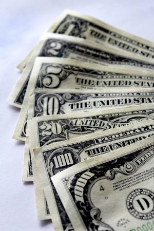 흰 배경에 고립 된 일부 달러 지폐 스톡 콘텐츠 - 20402133