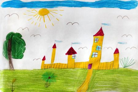 Mehrfarbige Zeichnung des Kindes mit großen gelben Festung