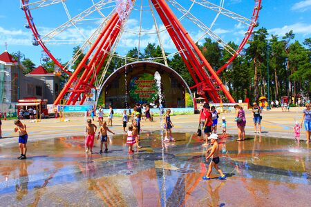 gorky: children rescued from the heat by bathing in fountains Gorky Park in Kharkiv Editorial