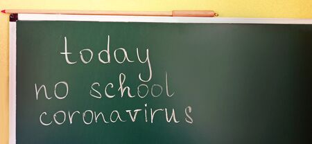 inscription Today no study Coronavirus written on school blackboard. Coronavirus warning sign in classroom. School cancellation due to coronavirus Pandemic Foto de archivo