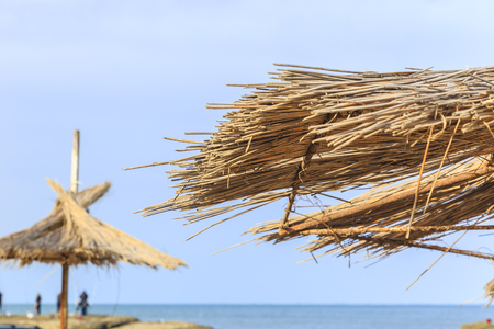 Strandparasol gemaakt van riet