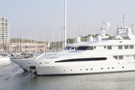 Grande yacht a motore di lusso Archivio Fotografico