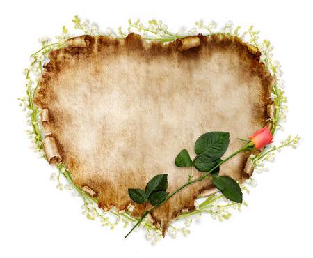 それに赤いバラと羊皮紙のハート形のヴィンテージ作品。バレンタインの日カードは、ロマンチックな愛の手紙の背景は白で隔離されます。 写真素材