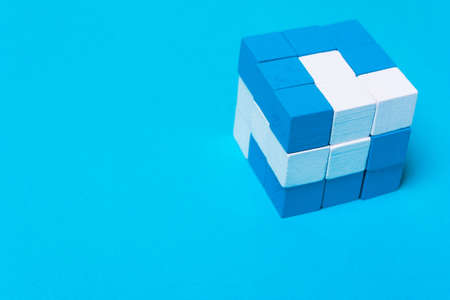 Geometric cube of blue and white parts. Concept of creativity, cohesion, unity, successful cooperation, working together, team building, unity Banque d'images