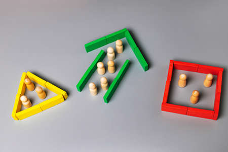 The concept of leadership, business strategy, brainstorming, search for ideas, problem solving. Group in green arrow leading, square and triangle at dead end. Stock Photo
