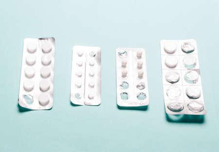Pills blister pack on  blue Standard-Bild