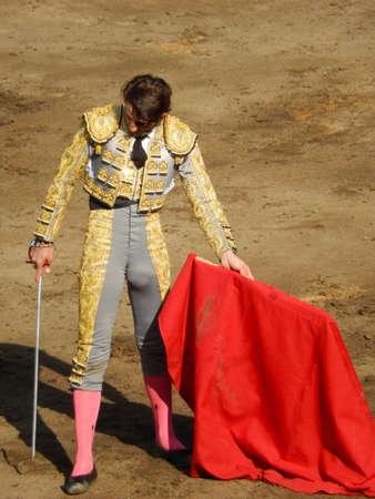 corrida de toros: LIMA, PERÚ - 11 2013: famoso torero español Juan José Padilla. Torero valiente