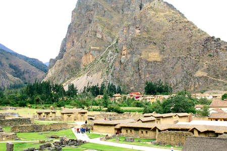 sacred valley of the incas: Incan hillside fortress at the town of Ollantaytambo in the Sacred Valley of the Incas