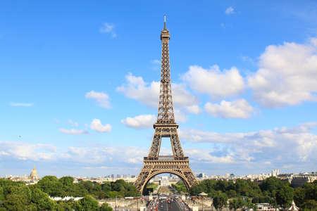 PARIS, JULY 2017: Aerial view of Paris with the eiffel tower. Paris, France Éditoriale