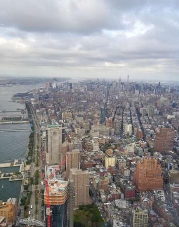 Nueva York. Hermosa vista aérea de Manhattan. Sol sobre edificios. World Trade Center en Manhattan.