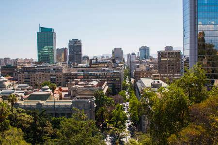 Widok na centrum Santiago, Chile. Panoramiczny widok z Cerro Santa Lucia w centrum miasta Santiago de Chile. Zdjęcie Seryjne