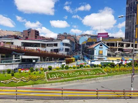 La Paz, Boliwia, grudzień 2018: La Paz, Boliwia ulice w centrum miasta w jasny letni dzień Publikacyjne