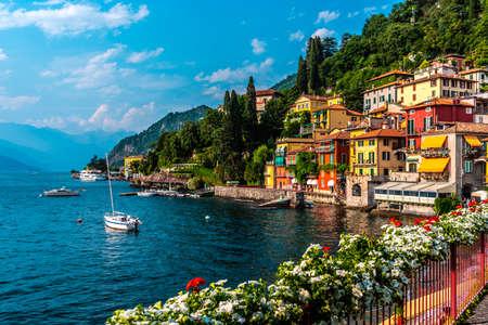 Varenna, Lake Como, Italy의 작은 마을 스톡 콘텐츠