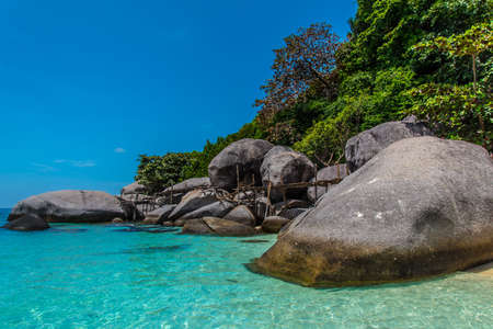 Nangyuan and Koh Tao Islands and beautiful stones near beach, Thailand Banque d'images - 129555194