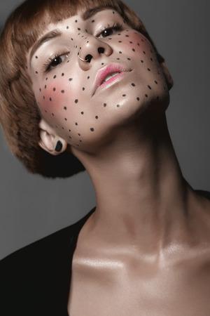 Hot Girl humide sexy avec un tatouage en noir Banque d'images - 46288314